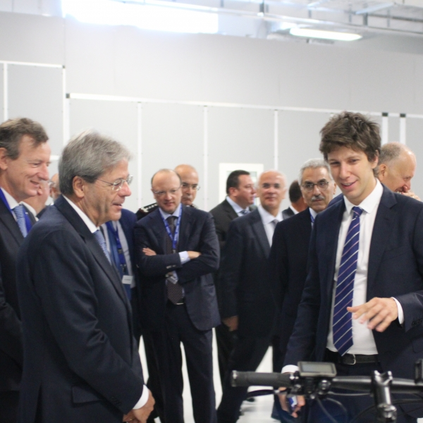 Mr. Matteo Pertosa presents ESB, the e-bike Connectivity System, to the President Mr. Gentiloni